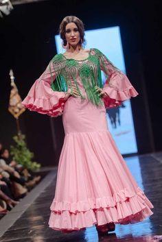 Traje de Flamenca - Benefico-%27Camino-del-Rocio%27 - Pasarela-Flamenca-Jerez-2016