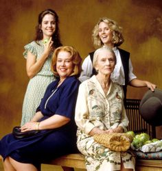 FRIED GREEN TOMATOES, standing: Mary-Louise Parker, Mary Stuart Masterson, seated: Kathy Bates, Jessica Tandy, 1991, (c) Universal