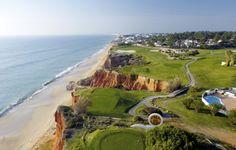Wil je ook golfen in #Portugal? Dan hier een aantal tips - via @saudadespt 09.07.2015 |  Portugal krijgt jaarlijks vele bezoekers. Toeristen die op het strand willen liggen, jongeren die willen feesten, stelletjes die een stedentrip maken, maar ook vele golfers! Het is één van Europa's topbestemmingen als het op golf aankomt en dat het hele jaar door. Portugal kent een groot aantal prachtige golfbanen en golfresorts. De uitstekende faciliteiten in combinatie me... Foto: Vale do Lobo, Algarve