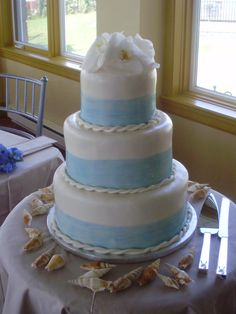 A nautical themed wedding cake, complete with fondant rope! Literally tie the knot!