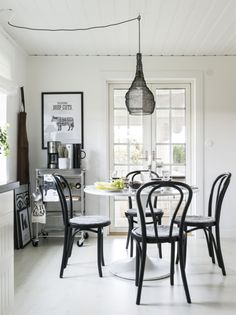 windsor chair with tulip table new apartment pinterest tulip table windsor f c and. Black Bedroom Furniture Sets. Home Design Ideas