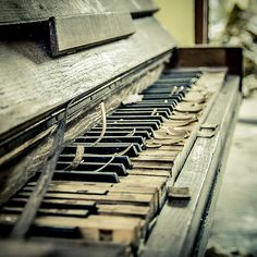 Piano Piano..... I love this..... Eerie yet beautiful