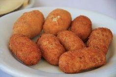 La croqueta es un plato que no suele faltar en ninguna cocina, sea esta la de un bar de tapas o la de un restaurante donde se practica la alta cocina. Y es