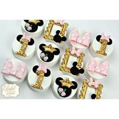 Royal Minnie Mouse chocolate covered oreos: _bakedwithlove_, instagram