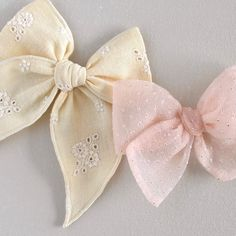 Diy Bow, Diy Hair Bows, Baby Hair Bands, Bow Shop, Baby Hair Accessories, Diy Crafts Jewelry, Elastic Hair Ties, Gifts For New Moms, Girls Bows