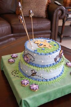 love this Winnie the Pooh cake.  Don't know if I could recreate it though