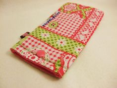 Julie's Handy in einem Traum von rosa