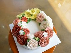 butter cream flower cake www.ginniecake.com