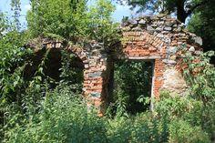 našla som zrúcaninu Arch, Outdoor Structures, Garden, Longbow, Garten, Lawn And Garden, Gardens, Wedding Arches, Gardening