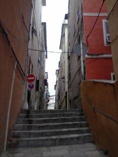 vieille ruelle  coté vieux port