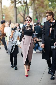 Contrary to popular beliefs, you don't need expensive clothes to look chic. With these DIY fashion hacks, you can look posh – without spending too much money. Look Fashion, Street Fashion, High Fashion, Womens Fashion, Net Fashion, Dress Fashion, Fashion Idol, Trendy Fashion, Looks Street Style