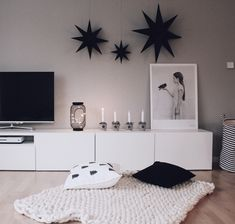 25 A lowboard many decorating ideas put Ikea BESTÅ in the limelight A lowboard many decorating ideas put Ikea BESTÅ in the limelight The post 25 A lowboard many decorating ideas put Ikea BESTÅ in the limelight appeared first on Vardagsrum Diy. Decoration Ikea, Decoration Bedroom, Diy Home Decor, New Swedish Design, Deco Buffet, Apartment Painting, Christmas Diy, Christmas Decorations, Star Diy