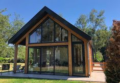 D20e5dba dfd5 4123 a00d 2758c57f798e full Modern Wooden House, Modern Barn House, Barn House Design, Modern House Design, Tyni House, Scandinavian Cottage, Small Cottage Homes, House On Stilts, House Paint Exterior