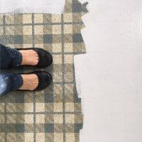 http://www.1915house.com/how-to-paint-old-linoleum-kitchen-floors/