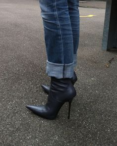 visit to friends - Rosina in grey GML boots