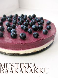 Teinkin heti perään uudestaan Ihan Parasta Raakakakkua , paitsi vadelmien tilalle vaihdoin mustikoita. Toimii edelleen! Huomioita: - ... Raw Cake, Vegan Cake, Vegan Cheesecake, Raw Food Recipes, Cake Recipes, Good Bakery, Salty Foods, Sweet Pastries, Raw Desserts