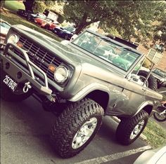 ford trucks old Classic Bronco, Classic Ford Broncos, Classic Trucks, Classic Cars, Lifted Ford, Lifted Trucks, Pickup Trucks, Ford 4x4, Old Ford Bronco