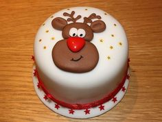 Christmas Cake Decoration Ideas Christmas cake decorating ideas and designs: Christmas cake is a type of fruit cake served during Christmas time in many countries. Here are some Christmas decoration Christmas Cake Designs, Christmas Cake Decorations, Christmas Cupcakes, Holiday Cakes, Christmas Desserts, Christmas Treats, Christmas Baking, Christmas Cards, Xmas Cakes