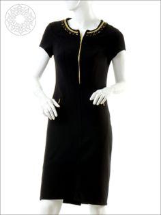 http://www.belginmoda.com/3311-01-Elbise,PR-341.html Pınar Şems 3311-01 Elbise  Kumaş  : % 90 Polyester                  % 10 Likra Manken : 38 Beden Ürün     : 38 Beden Desen   : Sade Renk     :  Siyah