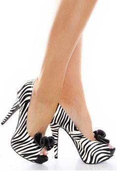 sapatos listrado branco e preto.jpg