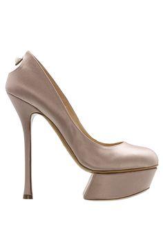 Nicholas Kirkwood Nude Satin Platform Pumps Resort 2015 Lookbook #Shoes #Heels