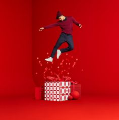 Uniqlo Holiday Campaign shot by JUCO. Set Design by Dane Johnson. Christmas World, Christmas Themes, Photo Zone, Photoshoot Concept, Best Photo Poses, Ads Creative, Winter Photography, Graphic Design Posters, Advertising Design