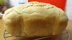 Experimentar con la panificadora es muy divertido pero esta vez me interesaba hacer un pan común, para todo uso y que además estuviera li...