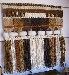 Telaresytapices : abril 2010 Weaving Wall Hanging, Weaving Art, Weaving Patterns, Tapestry Weaving, Loom Weaving, Hand Weaving, Purple Dream Catcher, Finger Weaving, Inkle Loom