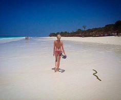 Endless beach Zanzibar  Endloser Strand in Sansibar  #tansania #africa #afrika #sansibar #zanzibar #ocean #beach #island #insel #meer #girl  #strand #paradise #paradies #instafollow #followme #travel #traveling #travelblog #travelblogger #wanderlust #beautiful #naturelover #selfie #landscape_lovers #bikini #nature #landscape #urlaub #reisen by aladina_aladina @enthuseafrika