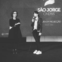 """Ana Isabel Strindberg e Luísa Sequeira na apresentação do filme """"Os Cravos e a Rocha"""" 25 de Abril no Indielisboa na sala Manoel de Oliveira no cinema São Jorge."""