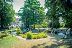 The Donatus park is a spacious city park that is laid out in English landscape style. It is the perfect place to go on a picnic with the family! #Leuven #family #children #picnic