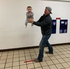 Joanna Gaines Shares Adorable Snaps of Baby Crew Getting His Passport Photos with Dad Chip Joanna Gaines Baby, Joanna Gaines Farmhouse, Magnolia Joanna Gaines, Joanna Gaines Style, Chip And Joanna Gaines, Chip Gaines, Jojo Gaines, Gaines Fixer Upper, Fixer Upper Joanna