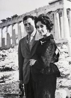 Elizabeth Taylor and husband Mike Todd visiting the Acropolis ~ 1958 Athens Acropolis, Athens Greece, Parthenon, Greece Trip, Elizabeth Taylor, Golden Age Of Hollywood, Old Hollywood, Hollywood Glamour, Classic Hollywood