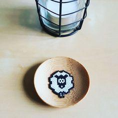 WEBSTA @ mimineestla - Le petit mouton  est en vente sur Etsy !! ☝lien dans ma bio #perlesmiyuki #miyuki #perlesaddict #perlesandco #jenfiledesperlesetjassume #mimineestla