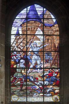 Compiègne, où Jeanne dArc fut capturée par les Bourguignons le 23 mai 1430. Église Saint Antoine : A lintérieur, une série de vitraux sur les épisodes majeurs de la vie de Jeanne dArc. 2/ Jeanne dArc bat les anglais à Orléans.