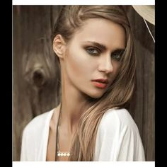 Buy 2 Get 3 FREE! NWT gold & faux pearl necklace Buy 2 Get 3 FREE! NWT Jewelry Necklaces