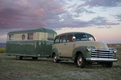 The Airstream trailer is among the best examples. Begin with a small used trailer in which you invest very little. Enclosed Trailer Camper, Small Camper Trailers, Small Campers, Small Trailer, Jayco Travel Trailers, Airstream Trailers, Vintage Travel Trailers, Motorcycle Campers, Lightweight Travel Trailers