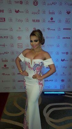 ROSARIO MAYELA, Reina de Calle Arriba 2016 en la apertura de la Gala Viva Panamá, Señorita Panamá, luciendo un #vestidoestilizado