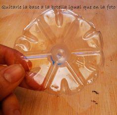 PAP DIY: velas flotantes de flor con reciclaje de botellas de plástico y aceite. | Aprender manualidades es facilisimo.com