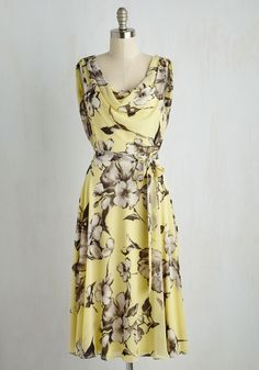 Truly, Madly, Dreamy Dress in Yellow Floral. Your attention is always on this sweet things in life, like this flowing chiffon dress! #yellow #modcloth