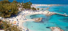 10. PRIMER DESTINO, COCOCAY. Nuestro primer destino es una isla exclusiva de los tripulantes de la linea Royal Caribbean, denominada, Cococay. La cual tiene playas hermosas, pero nunca como las de nuestro país.