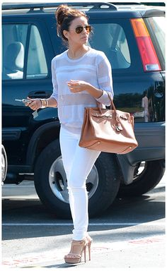 Eva Longoria, in a SUPER cute street outfit. So freaking cute ! Classy Outfits, Casual Outfits, Cute Outfits, Fashion Outfits, Womens Fashion, Formal Outfits, Fasion, Eva Longoria Style, White Jeans Outfit