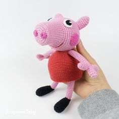 The free Peppa Pig crochet pattern will help you to create a famous cartoon character. The difficulty of amigurumi Peppa Pig crochet pattern is medium. Minion Pattern, Crochet Amigurumi Free Patterns, Crochet Animal Patterns, Stuffed Animal Patterns, Crochet Animals, Dinosaur Pattern, Crochet Easter, Crochet Pig, Crochet Dolls