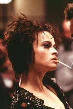 Helena Bonham in Fight Club Helena Carter, Helena Bonham Carter, Bellatrix, Women Smoking, Girl Smoking, Kingsman, Kill Bill, Fight Club Marla, Blade Runner