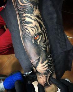 ärmel tattoo, arm tätowieren, tiger mit orangen augen