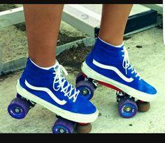 Hi-Top Vans Roller Skates - I Want these! Retro Roller Skates, Roller Skate Shoes, Quad Roller Skates, Roller Disco, Roller Derby, Roller Skating, Skating Rink, E Skate, Vans Skate