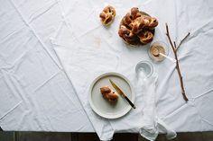Cinnamon and raisins knots / Marta Greber
