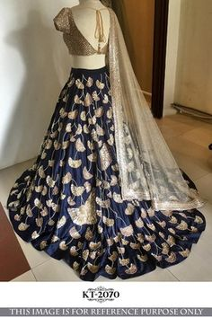29 ideas indian bridal dress royals lehenga choli for 2019 Indian Bridal Lehenga, Silk Lehenga, Pakistani Lehenga, Silk Dupatta, Indian Sarees, Indian Wedding Outfits, Indian Outfits, Indian Clothes, Lehenga Choli Online