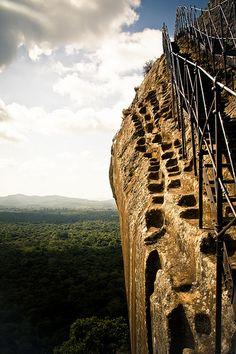 Climbing the Lion's Rock, Sigiriya, Sri Lanka (www.secretlanka.com)