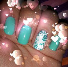 Tiffany e fiorellini, per una nail art semplice e primaverile!